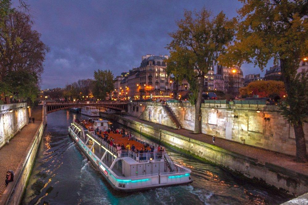 Battello sulla senna a Parigi