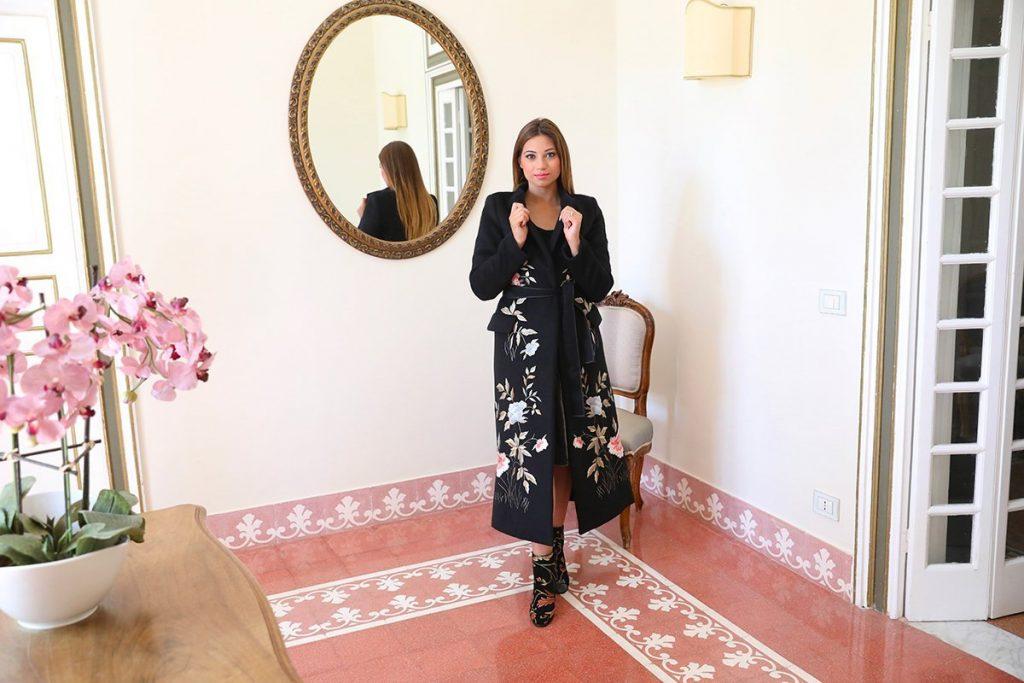 Cristina Licari indossa cappotto Silvian Heach