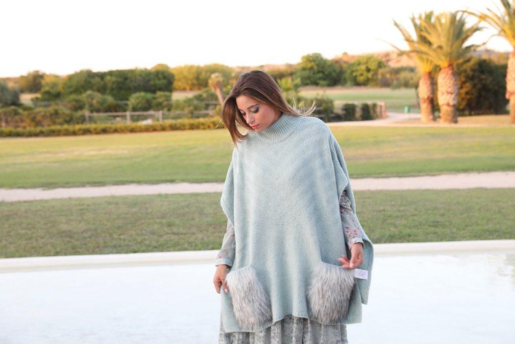 Cristina indossa la mantella Silvian Heach